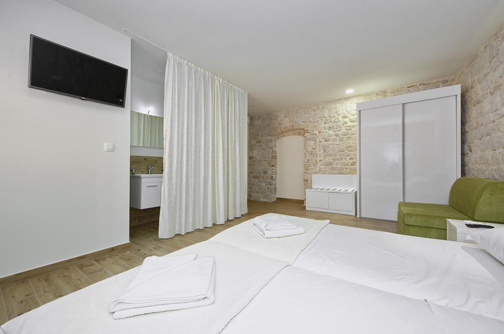 Idassa Atrium – Double room with two extra beds