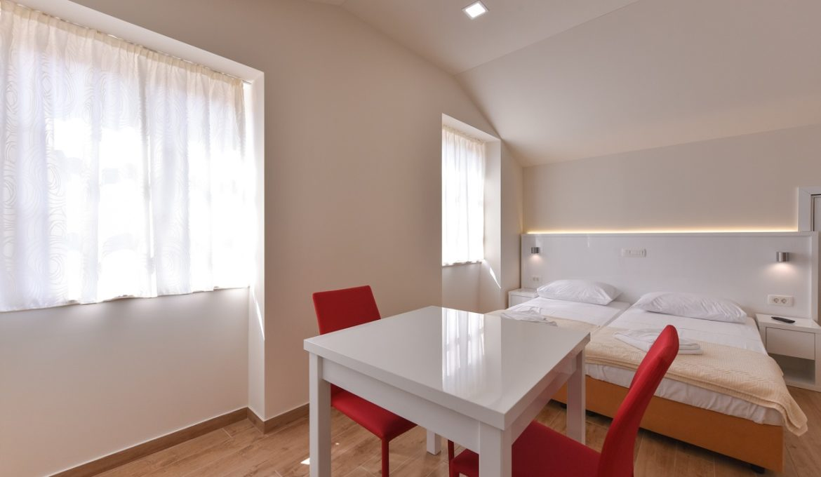 Idassa Atrium – Double room with two extra beds and balcony