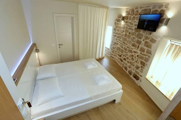 Idassa Palace – Dvokrevetna soba s bračnim krevetom (depadansa)