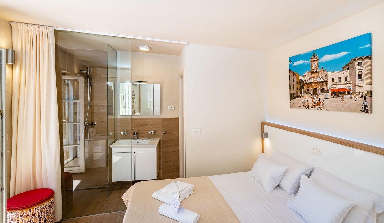 Idassa Palace – Double Room With Balcony